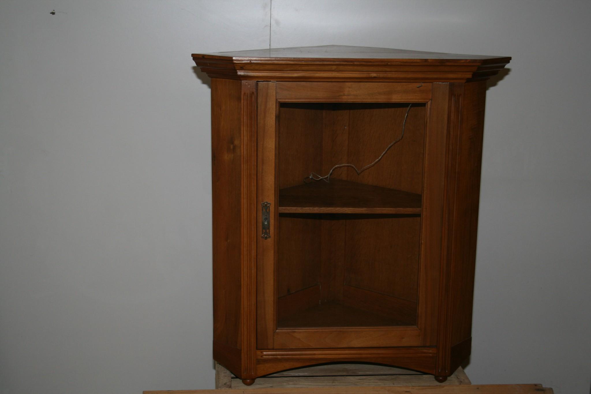 eckvitrine aus nussbaumholz don jos old antiques and vintage don jos old antiques and vintage. Black Bedroom Furniture Sets. Home Design Ideas